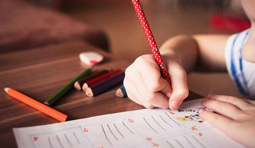 Digital Age and Its Impacts on Kids Writing Skills – A Must Read For Parents